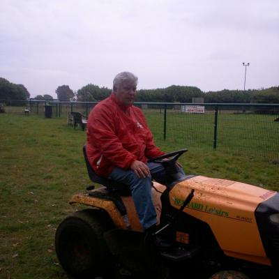 Christian sur son tracteur -tondeuse